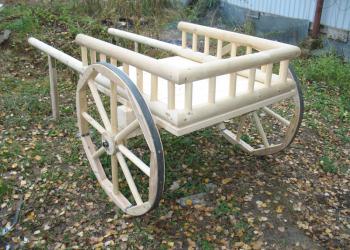 Деревянная арба на двух колесах