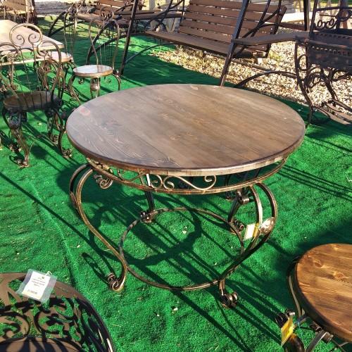 Чайный стол с коваными ножками
