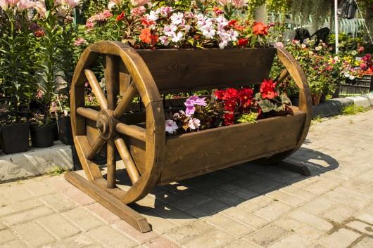 Кашпо деревянное с колесами