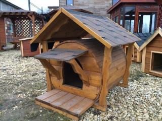 Деревянная будка в виде бочки