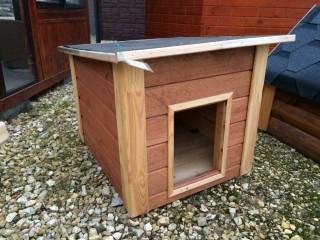 Собачья будка с плоской крышей