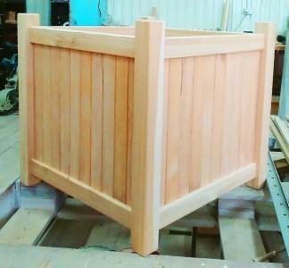Кашпо квадратное деревянное (лиственница)