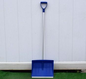 Лопата для снега с алюминиевым черенком