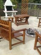 Садовый стол из бревнышек