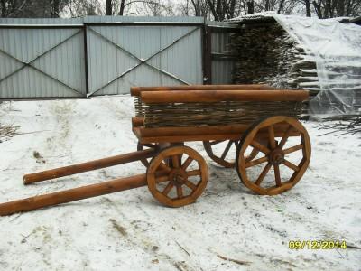 Декоративная телега- кашпо с плетенными бортами